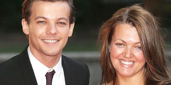 """People Magazine on Twitter: """"Liam Payne, Zayn Malik and Simon Cowell support Louis Tomlinson after mother's death https://t.co/4pA8FpBdmI https://t.co/3HujldQejF"""""""