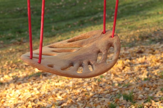Leaf Swing: Handmade by Spanish artisans of solid Cerejeira wood. #Swing #Leaf_Swing