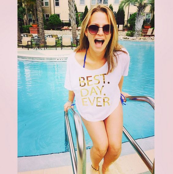 Looking great will guarantee you the #BestDayEver and this oversized, boxy tee will be perfect for every outfit! The white top with gold foil adds a little sparkle to your wardrobe.
