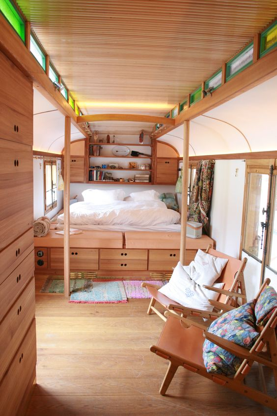 umgebauter zirkuswagen bauwagen pinterest. Black Bedroom Furniture Sets. Home Design Ideas