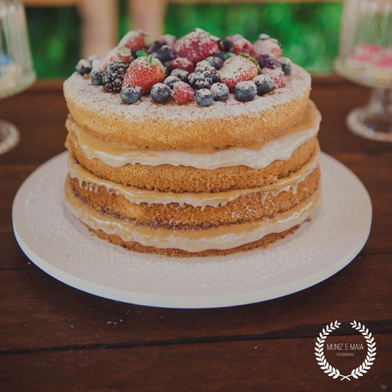 Para adoçar essa quinta chuvosa e babar nesse naked da Honey cakes, fornecedor parceiro do Veredas. 🍰: @honeycakesoficial 📷: @munizemaia