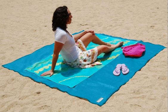 "RT trendhunter ""Sand-Repelling Beach Blankets https://t.co/VHDyiWhDiK #ArtDesign https://t.co/CZf53BnHHB"""