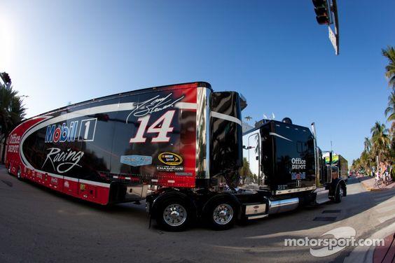 Image from http://cdn-7.motorsport.com/static/img/mgl/1200000/1270000/1272000/1272400/1272477/s1_1.jpg.