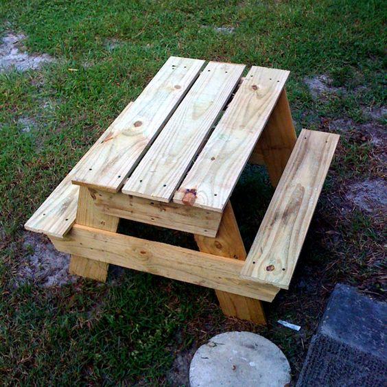 Ana white kids 39 picnic table pinterest ideas i 39 ve for Pallet picnic table plans