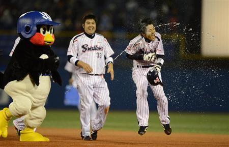 Tsubakurou and Masayoshi Miwa (Tokyo Yakult Swallows)