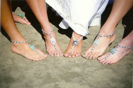 DIY foot jewelry for bridal party - also for anytime at the beach or pool... They are super cute