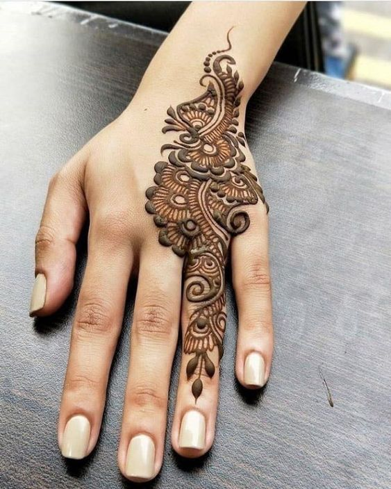 Ring finger henna design