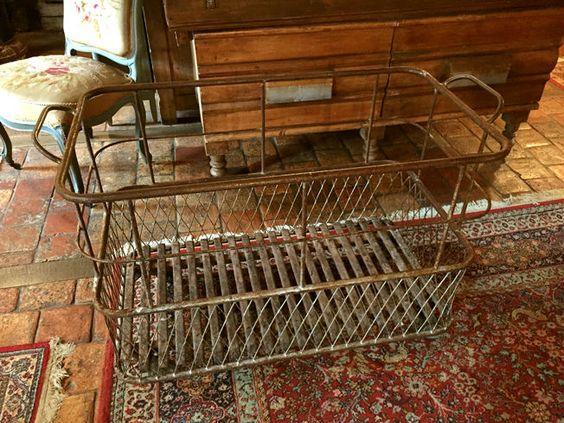 Ancien charriot de boulanger ou charriot à pain. - http://www.lesbrocanteurs.fr/annonce-antiquaire/ancien-charriot-de-boulanger-ou-charriot-a-pain/