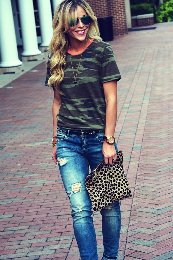 Camo tee, ripped jeans and a printed clutch - done!