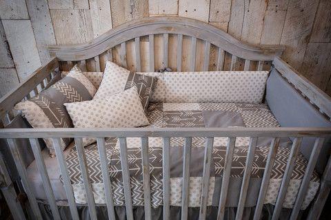 Grey patchwork baby bedding, shabby chic, gender-neutral, 6 pieces. beberococo.com