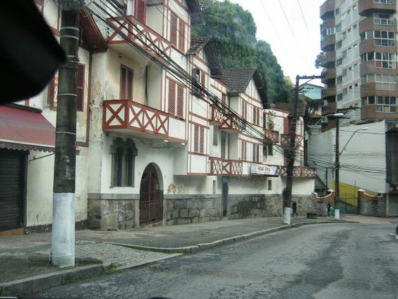 Casario no início da Rua Teresa em Petrópolis, RJ.