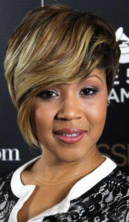 Black Women Hairstyles: Kurze Haare mit Seiten langen Pony