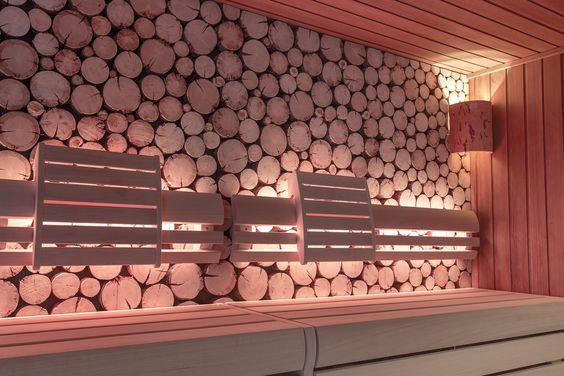 Die Innenverkleidung der Sauna wurde erneuert und neue, besonders stabile Bänke eingebaut.