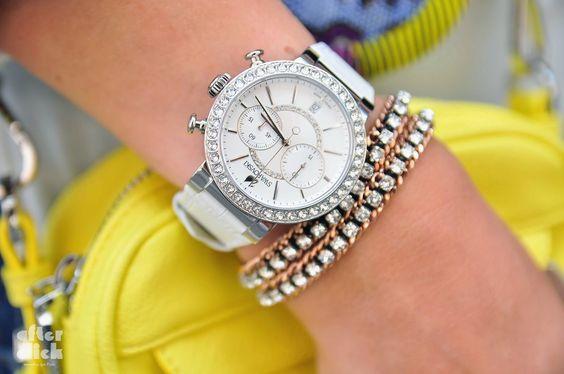 Anel, relógio, pulseira e colar: Swarovski