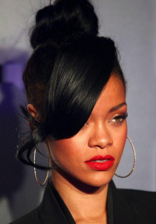 Beyonce Bangs And Bun Hairstyle High Bun Hairstyles Rihanna Hairstyles Medium Hair Styles Womens Hairstyles