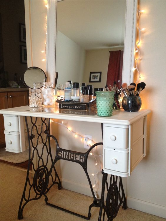 Sewing Machine Table Upcycles Old Singer sewing machine table turned dream makeup vanity. ❤