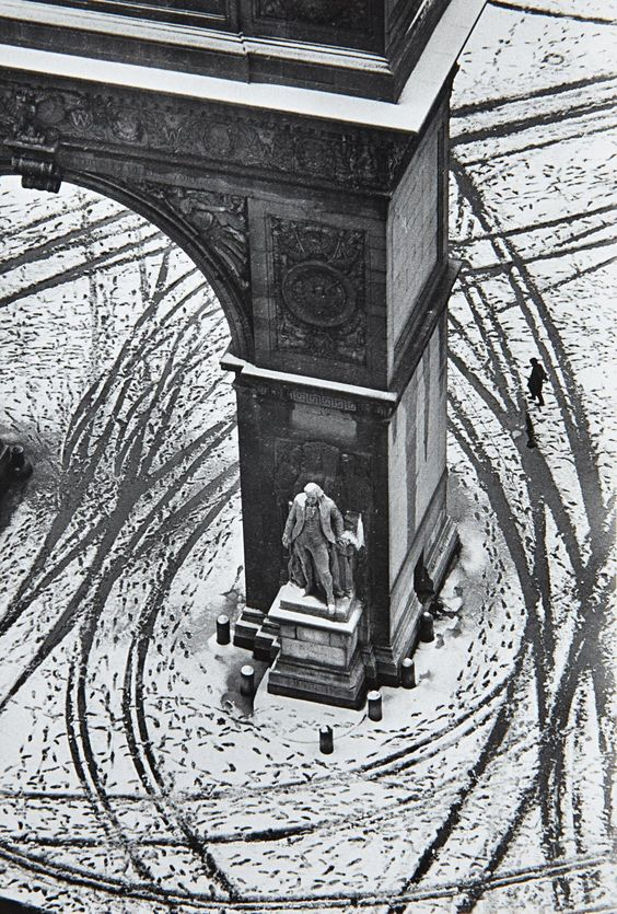 Washington Square, New York (1966) – André Kertész