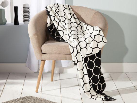 Caractéristiques techniques : Matière : 100% coton Motifs : hexagones, nid d'abeille Couleur : noir, blanc, bord contrasté anthracite Dimensions : ...