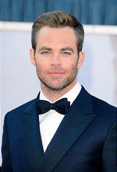 Chris Pine on the Red Carpet 2013 Oscars