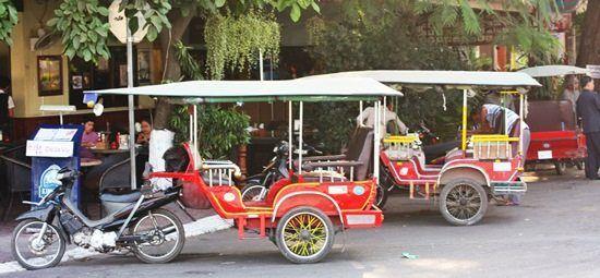 Xe tuk tuk là phương tiện di chuyển phổ biến