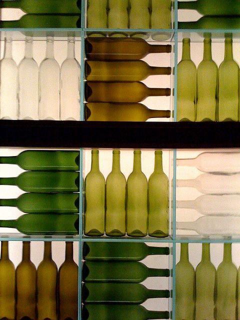 Decorar uma parede com garrafas? Sim!