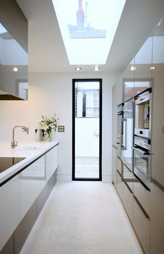 Compact Kitchen | Bromilow Architects: