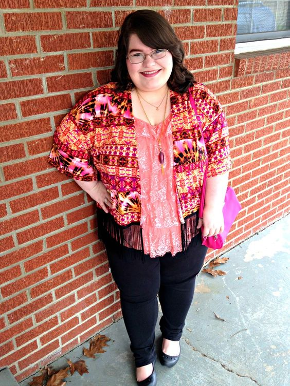 Unique Geek: Plus Size OOTD: Coral Cruisin' #plussizeootd #plussize #plussizefashion #plussizeblogger #kimono #tiedye #springplussizeoutfit #coral #pink: