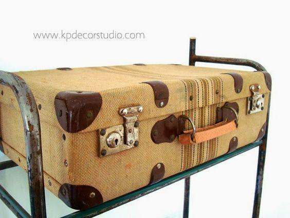 Ba les y maletas antiguas para decoraci n arcones de for Adornos de madera para pared