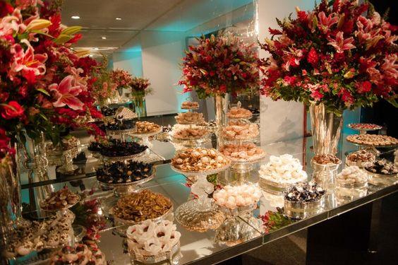 arranjo de flores para mesa de doces - Pesquisa Google