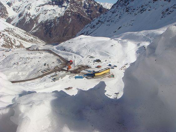 Portillo lidera el invierno en la Cordillera de los Andes http://www.enviajes.com/sin-categoria/vacaciones-invierno-portillo.html