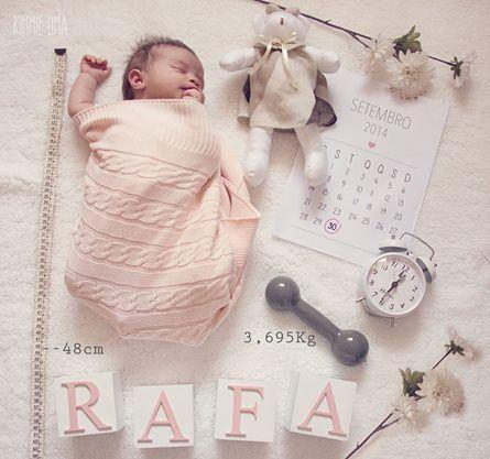 Foto tema para recém-nascido: peso, altura, data, hora e nome, com suas simbologias: calendário, relógio, pesinho e fita métrica. Boa ideia!
