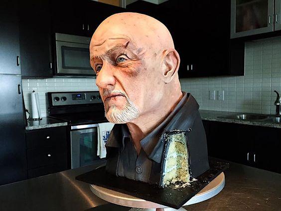 """Baking """"Breaking Bad"""" – eine Skulptur zum Anbeißen  Der Privatdetektiv und Auftragskiller Mike Ehrmantraut (Jonathan Banks) von """"Breaking Bad"""" und """"Better Call Saul"""" zeigt sich selten von eine..."""