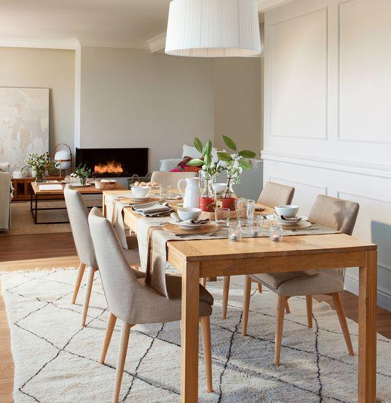 Comedor con lámpara de pantalla y alfombra beige con rombos