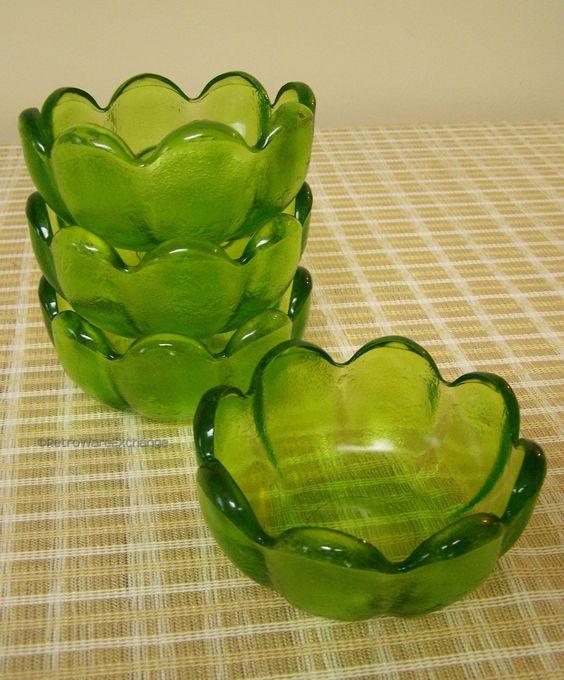 Set of 4 Vintage Mid-Century Green Glass Scalloped Edge Flower Bowls – Cereal, Dessert, Salad by RetrowareExchange on Etsy