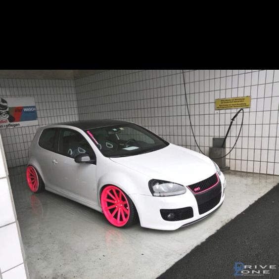 Who wants pink rims for a Volkswagen Golf Mk 5 GTI Swizz Edition?? THIS GIRL!! lol <3