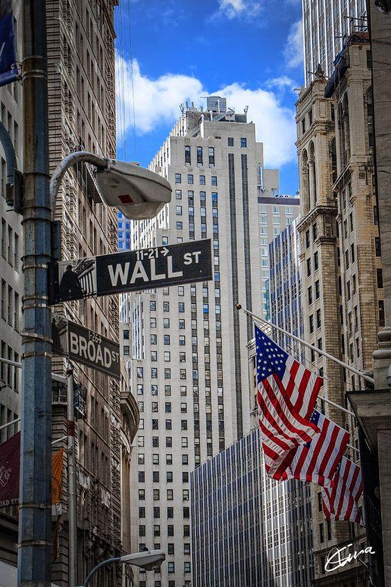 Wall Street  For more travel inspiration visit www.travelerhype.com.br #new york #bigapple #travel