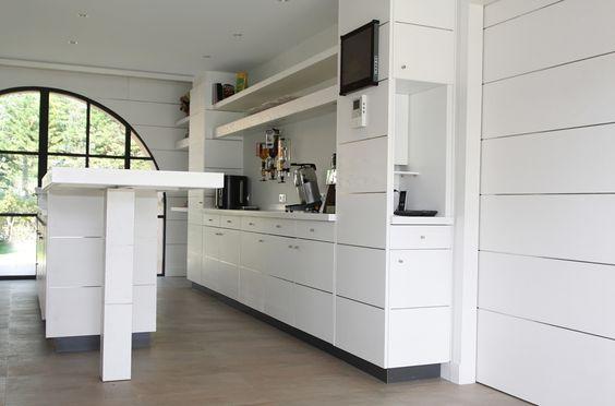 cuisine en ch ne bross peinture blanche et incrustation de carr s d inox cr dence et plan de. Black Bedroom Furniture Sets. Home Design Ideas