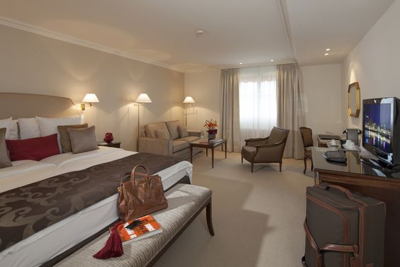 Reflecting the superb elegance and refinement of the Bristol Hotel, the 23 Luxury Rooms reveal the real atmosphere of Bristol Geneva. Approximately 36 sqm, these peaceful settings are ideal for those of you who wish to unwind after a long business day or a day trip around Geneva.: