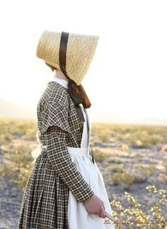 1840's reproduction dress and bonnet for a Mormon Pioneer Handcart Trek. Links to patterns and free tutorials. @ The Prudent Homemaker