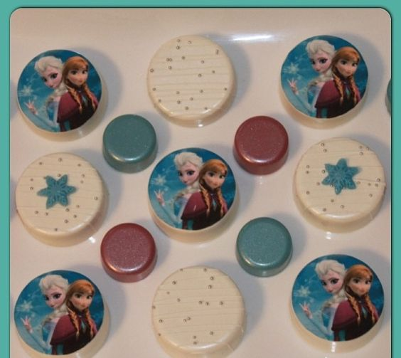 Frozen themed chocolate covered oreos
