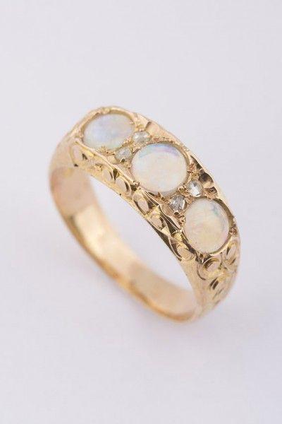 Victoriaanse ring met opaal