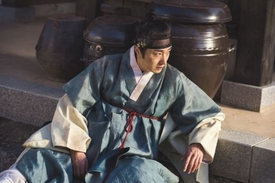 "Jung Il Woo Isn't Looking His Best As He Falls To The Ground In New Stills For ""Haechi"""