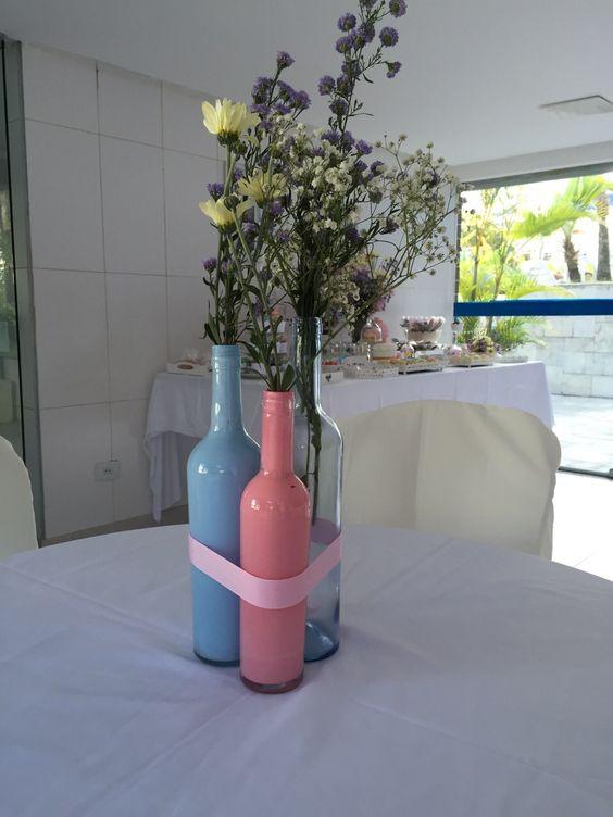 Chá de panela. Enfeites para mesa com  garrafas coloridas!