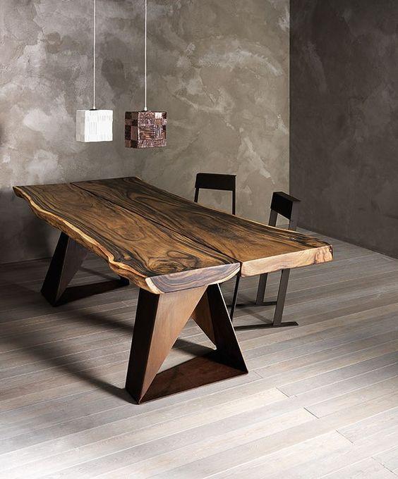 Il tavolo in legno massiccio di rovere o [...]