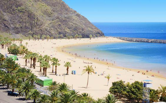 Fint sand, skønne briser, en god bog, en kold drink, musik - det er indbegrebet af en god dag på en af Tenerifes smukke strande. Se mere på www.apollorejser.dk/rejser/europa/spanien/de-kanariske-oer/tenerife
