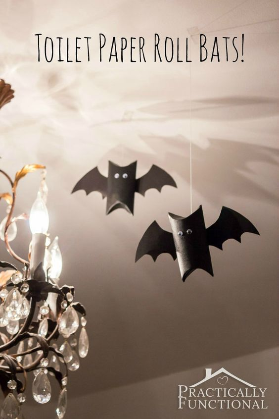 Still need to put up some Halloween decorations? These toilet paper roll bats are quick, easy and make help recycle your rubbish #autumn