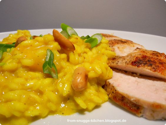 curry risotto with pineapple, peanuts & chicken / curry risotto mit ananas, erdnüssen & hähnchen