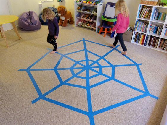Maak een groot web van schilders tape op de grond. Goed voor de grove motoriek; probeer over de lijnen te lopen (evenwicht), spring over de lijnen enz.!