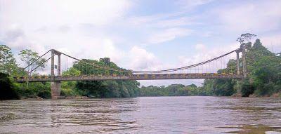 El puente que une a Ecuador con Colombia se encuentra en la selva cerca a Lago Agrio