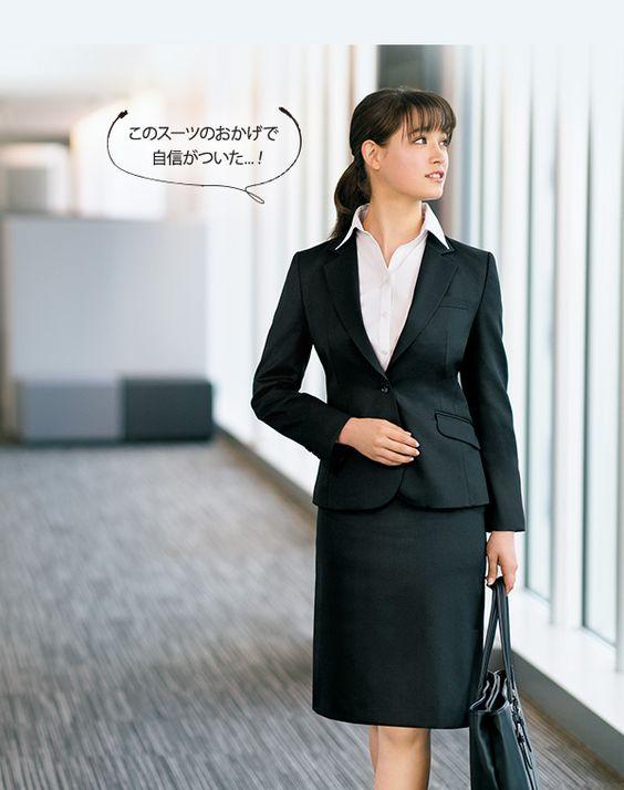 黒スーツのトラウデン直美